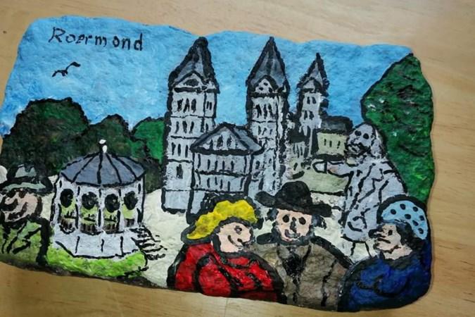 Een kei uit het Roermondse Munsterplein als souvenir