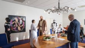 In Star Wars-pakken in het huwelijksbootje: 'Een dure jurk kopen heeft geen zin als niemand hem kan zien'