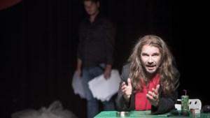 Toneelgroep Maastricht speelt 'Brieven uit Genua' live, publiek kijkt online mee