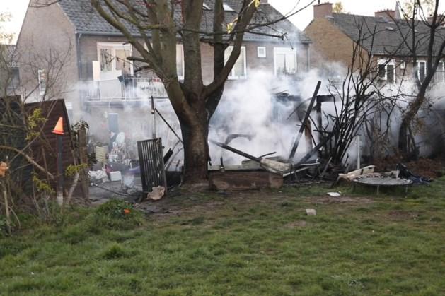 Tuinschuurtje in Geleen door brand verwoest