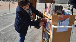 Gratis boeken lenen in mini-bieb voor gemeentehuis Panningen