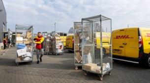 Pakketbezorging in coronatijd: 'Het lijkt nu wel decemberdrukte'