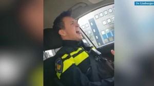 Zingende politieman houdt de moed erin tijdens coronacrisis