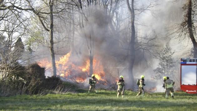 Brand in schuur zorgt voor flinke rookontwikkeling