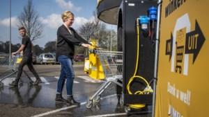 Sevenumse supermarkt heeft wasstraat voor winkelwagentjes
