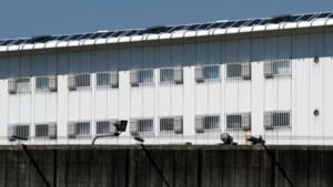 Bedrijven uit regio Sittard-Geleen maken samen met gevangenen Geerhorst 6000 'consumentenmondkapjes per dag