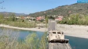 Brug ingestort in Italië: één gewonde, voertuigen te zien op beelden ravage