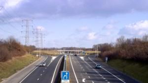 De snelwegen zijn vrijwel leeg en wij rijden keurig 100: hoe kan dat?