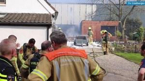 Video: Uitslaande brand legt schuur volledig in de as