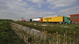 Onderzoek naar wegslepen foutgeparkeerde vrachtauto's in Venlo