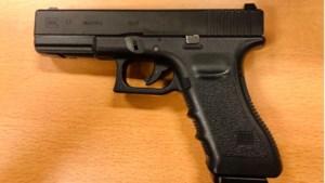 Nepvuurwapen in speeltuin in beslag genomen