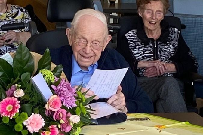 Ruim 2500 kaarten voor opa Krottje die 100ste verjaardag in quarantaine moest vieren