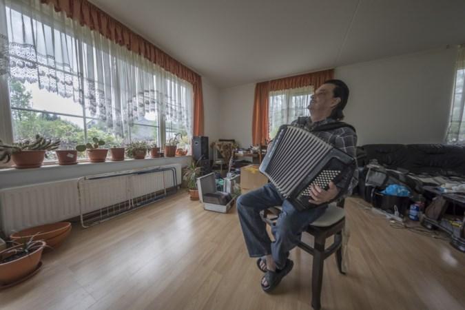 Roger Moreno brengt vanuit zijn woonwagen in Vaals vrolijke noot in coronatijd