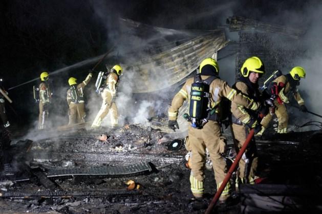 Uitslaande brand in Heel legt vakantiewoning in de as