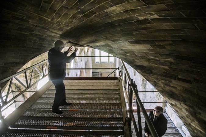 Renovatie brengt gebreken aan het licht: grote scheuren in Schimmertse Remigiuskerk
