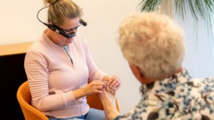 Arts kijkt via 'slimme bril' mee in vier zorgcentra Zuid-Limburg