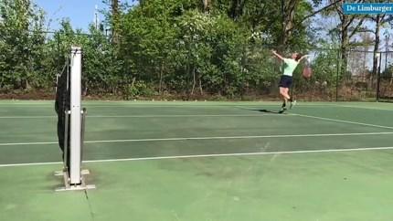 Via wonderlijke constructie kan tennisster Demi Schuurs blijven trainen in coronatijden