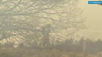Video: Militairen en tanks ingezet bij bestrijding grote brand in De Meinweg, zorgcentrum Bosscherhof ontruimd