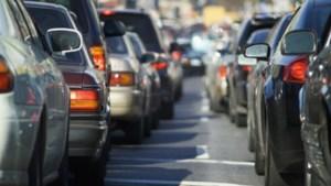 Kilometerslange file op A2 vanwege defecte vrachtauto