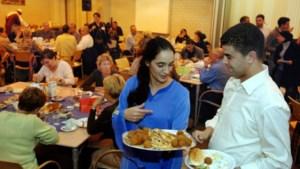 Moskeeën checken of moslims na avondeten ramadan binnenblijven