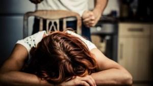 Campagne voor melden huiselijk geweld: 'Ik vrees wat er speelt achter de voordeur bij veel mensen'