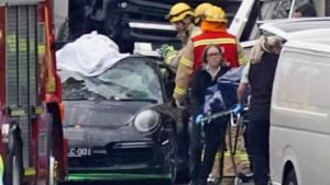 Vrachtwagen rijdt vier agenten dood die hardrijder in Porsche ondervroegen
