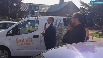 Video: Burgemeester Hessels trekt met lintjeskaravaan door Echt-Susteren