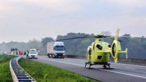 Persoon aangereden door vrachtwagen op A67