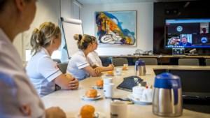Koning en Koningin sluiten digitaal aan bij koffiepauze van zorgpersoneel UMC Maastricht