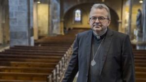 Live-mis met bisschop te zien vanuit kerk Schinnen
