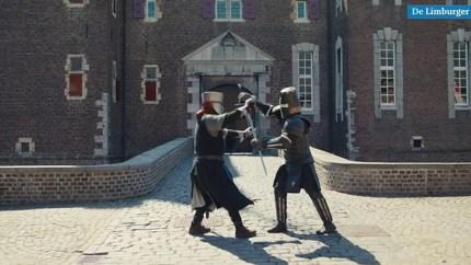 Ridders Kasteel Hoensbroek accepteren uitdaging van Lieven en doen zwaardvechtchallenge