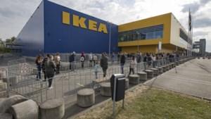 FOTO's: Lange rij bezoekers bij heropening Ikea Heerlen