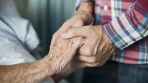 Thuiswonende 70-plussers blij dat ze weer bezoek krijgen