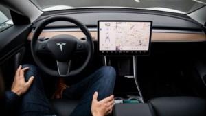 Tesla's stoppen nu ook automatisch voor verkeerslichten en stopborden