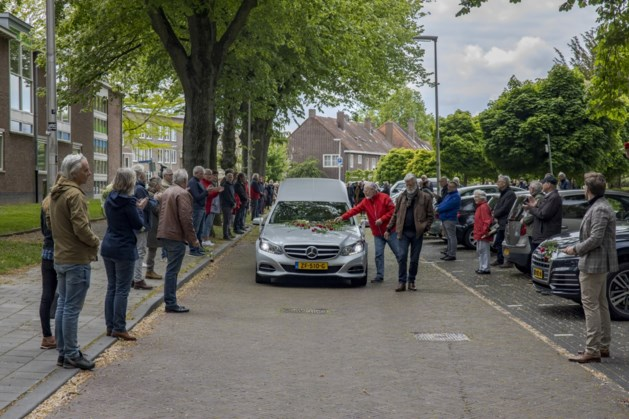 Erehaag voor Heerlenaar Nic Tummers na afscheidsdienst in Annakerk
