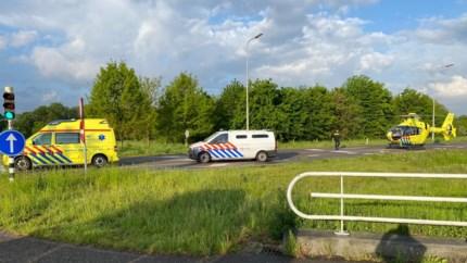 Video: Wielrenner ernstig gewond bij ongeval in Born; traumahelikopter ter plaatse