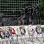 Koning bij nationale herdenking bij Indisch Monument