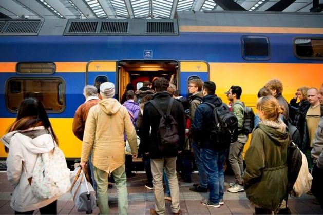 Reizigers weigeren te volle trein te verlaten