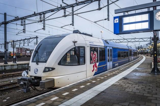 Treinen en bussen Arriva staan 4 mei twee minuten stil