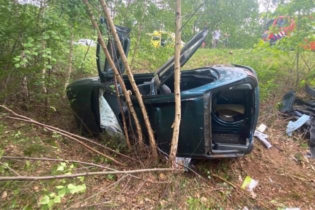 Automobilist ernstig gewond na ongeval: traumahelikopter geland