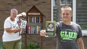Minibiebs: sticker op boeken voor laaggeletterden