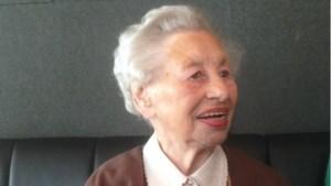 Geen verjaardagsknuffels maar kaarten voor 100-jarige 'koningin' Fien