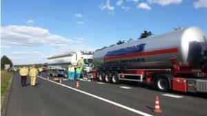 Zes vrachtwagens en twee auto's betrokken bij ongelukken op A67 bij Bladel, bestuurder zwaargewond