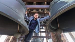 Een blokfluit van 1,90 meter of een carillon van 20.000 kilo: deze Limburgers bespelen eeuwenoude instrumenten
