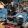 Jaro Kuppens uit Ittervoort begint in crisistijd bezorgbedrijf voor groenten en fruit: 'Liever 80 uur werken voor mezelf dan 40 uur voor een baas'
