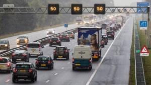 Plan: met shuttlebus over de vluchtstrook naar Eindhoven