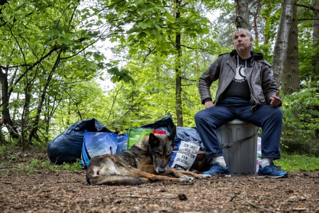 Politie grijpt in: hond van dakloze man ingeslapen