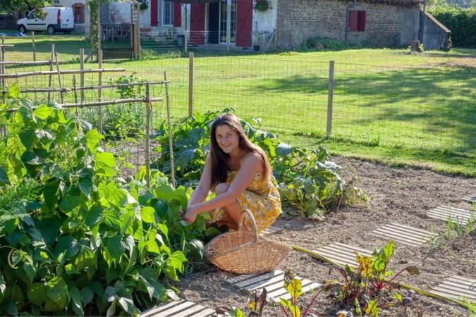 Zomer in Frankrijk: pepersteak op een bedje van sla, radijsjes en komkommer