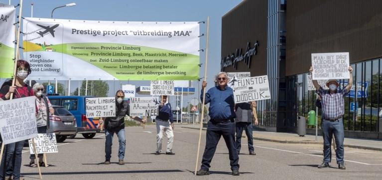 Foto's - Protesten bij bezoek minister aan Maastricht Aachen Airport