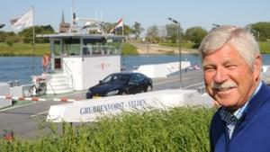 Maaswater stijgt veerbedrijf Ton Paulus tot aan de lippen